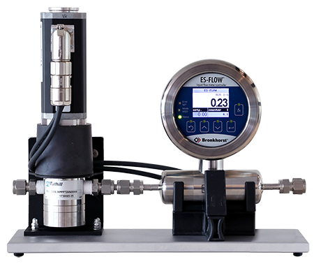 Liquid mass flow meter with pump